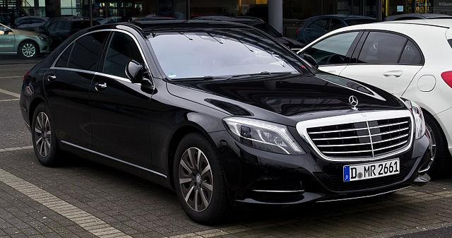 Mercedes-Benz_S_350_BlueTEC_(W_222)_–_Frontansicht,_3._März_2014,_Düsseldorf