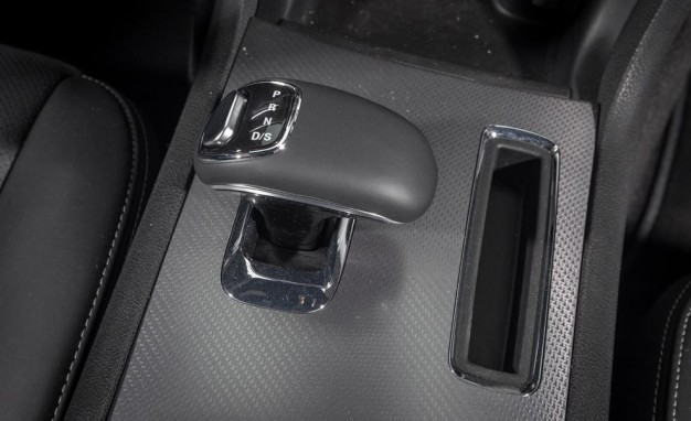 2013-dodge-charger-sxt-shift-lever-photo-521990-s-986x603