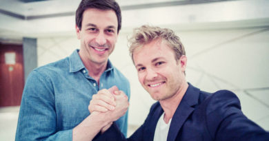 Nico Rosberg signs with Mercedes F1 for two more seasons