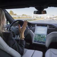 Tesla Model X drives Missouri man to nearby emergency room
