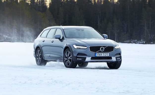 2017-Volvo-V90-Cross-Country-PLACEMENT