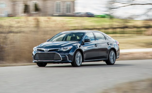 2017-Toyota-Avalon-01-Placement