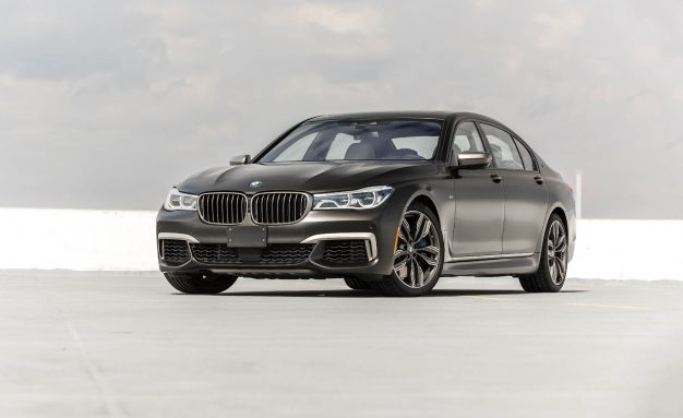 2017-BMW-M760i-PLACEMENT