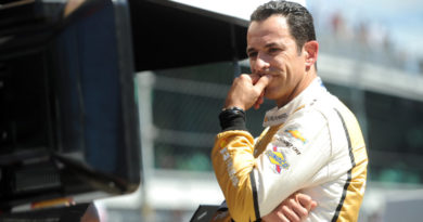 Helio Castroneves fastest in final Indy 500 practice